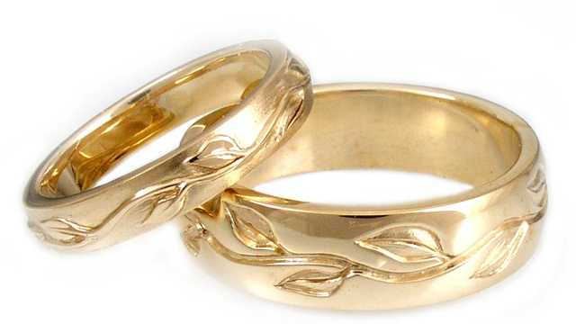 In each town, residents listed whether they were still wearing the rings or if they were divorced.
