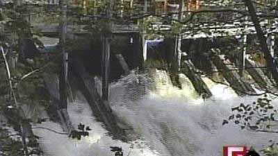 Whittenton dam close up 1019 - 5122205