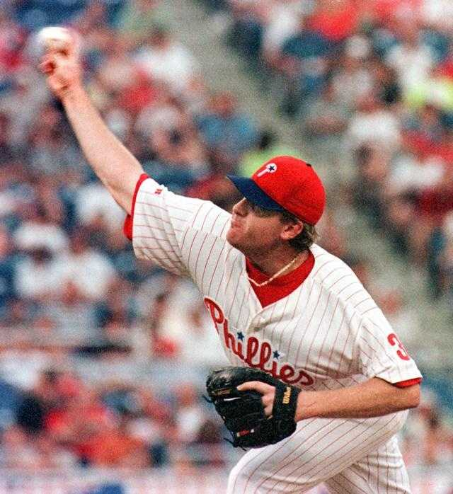 Schilling pitches for the Philadelphia Phillies in 1999.