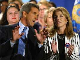 Caroline Kennedy campaigns with Presidential candidate John Kerry in Milwaukee, October 22, 2004.