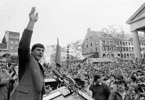 Yastrzemski waves to crowd outside Faneuil Hall during the celebration Sept. 14, 1979 for his 3,000 career hit.