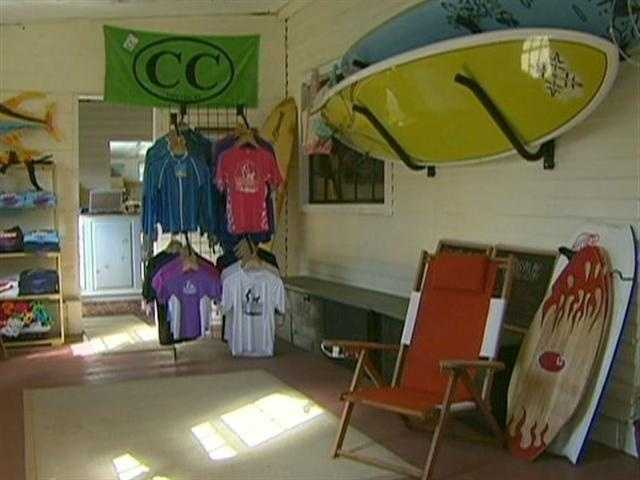 The outlet store rents, among other things, Standup Paddleboards.