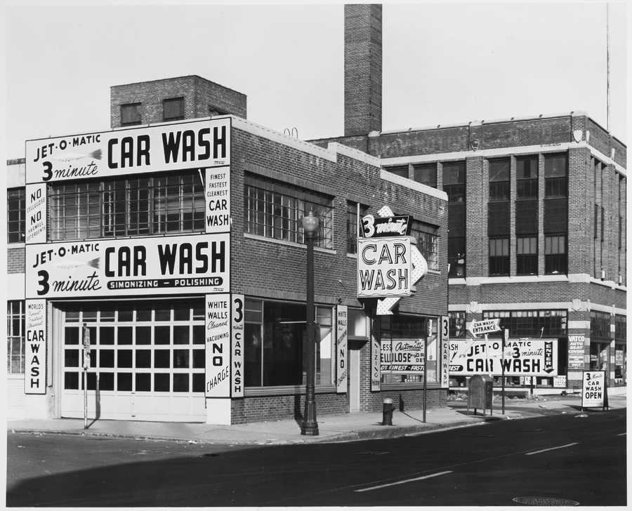 The Jet-O-Matic 3-Minute Car Wash in Kenmore in the 1950s.