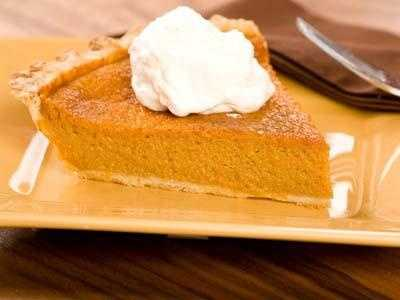 A slice of pumpkin pie (300 calories) has fewer calories than apple (400 calories), and way less than pecan (500 calories).