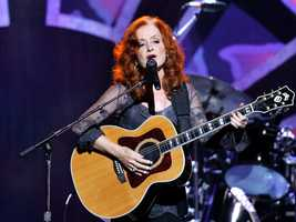 In March 2000, Raitt was inducted into the Rock and Roll Hall of Fame.