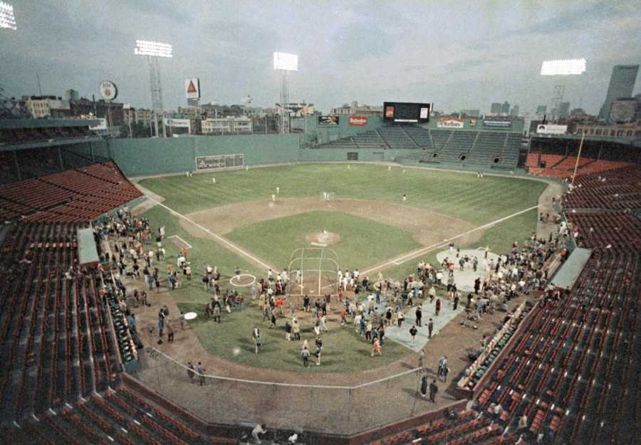 The Skyline is Boston's&#x3B; the park is Fenway, and the game is number three of the World Series as the Red Sox prepare to host the New York Mets on Tuesday evening, Oct. 21, 1986 in Boston.