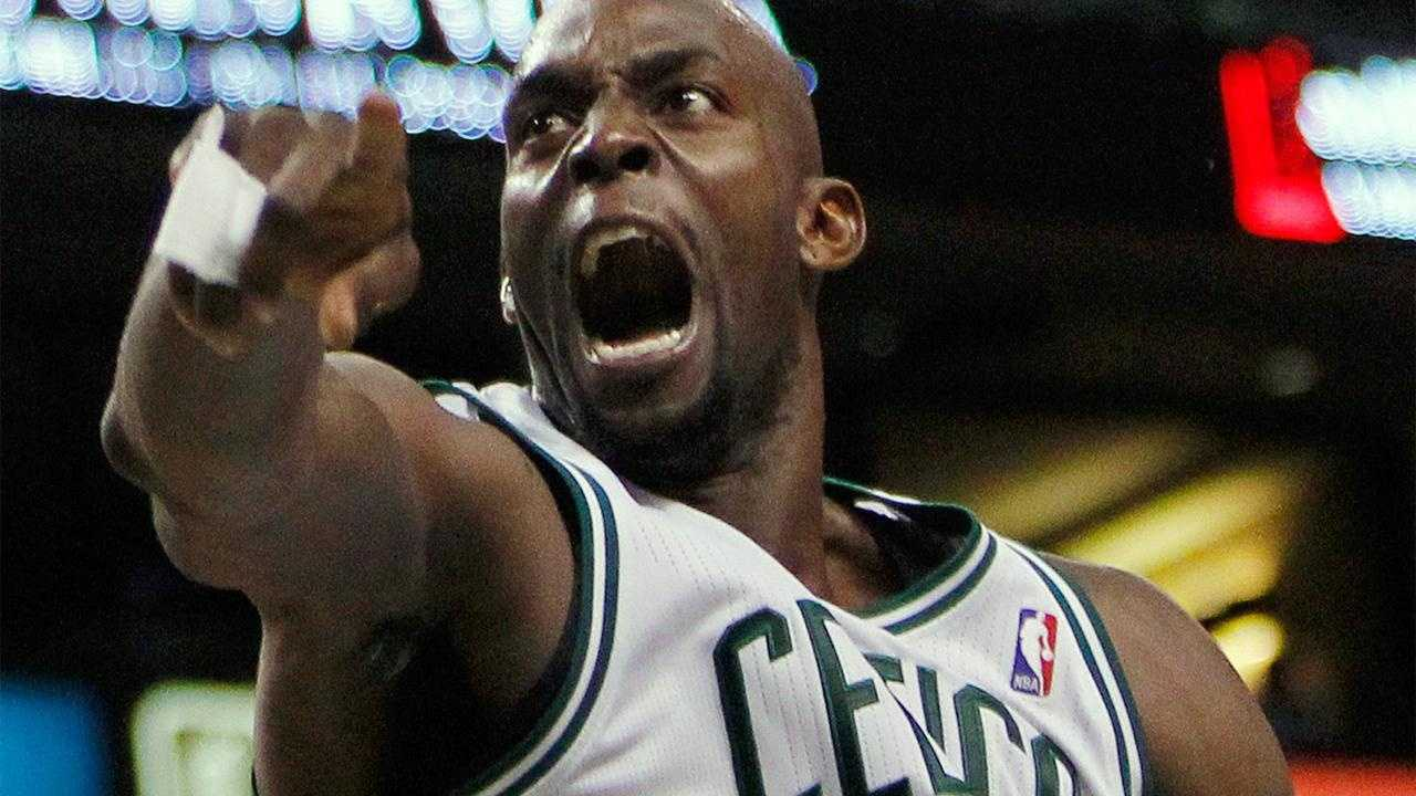Kevin Garnett Emotion After Basket - 31019036