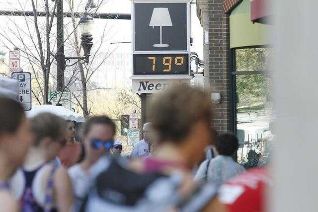 A temperature sign early in the morning.