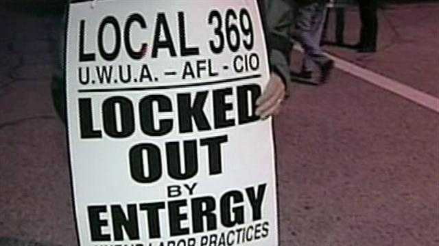 Uniion workers protest lockout