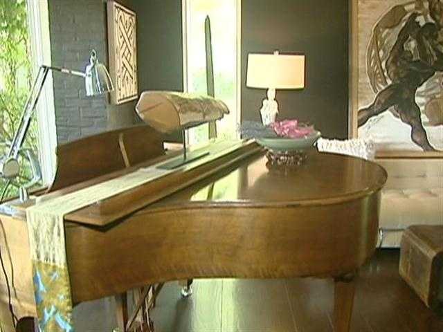 The current owner, a New York-based actor, added Cole Porter's favorite type of piano, a Steinway Baby Grand.