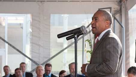 Governor Patrick welcomes guests of the BIO International Convention to Massachusetts at the New England Aquarium.