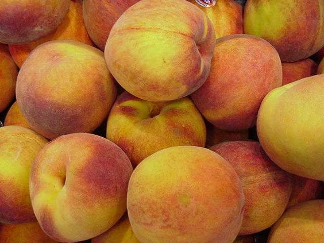 Peaches are low in calories but maintain a sweet taste. Use them to top whole-grain cereal, yogurt, or cottage cheese.