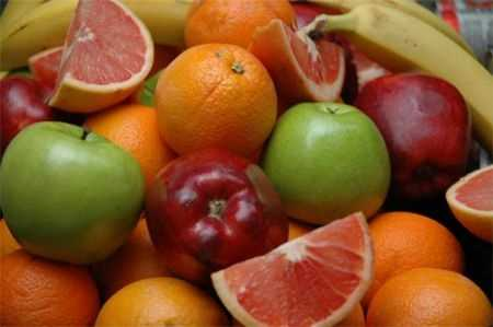 If you want to turn back the clock on aging, up your intake of foods that contain Vitamin C.