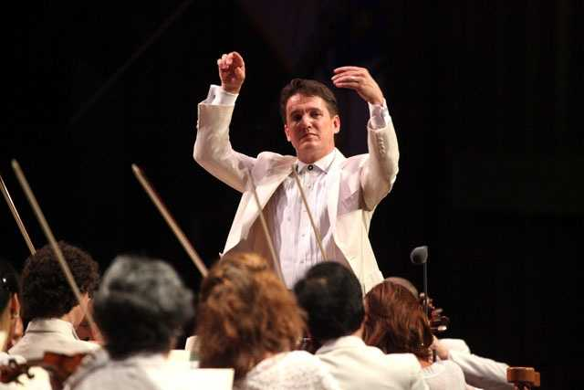 Keith Lockhart leading the Boston Pops at Tanglewood