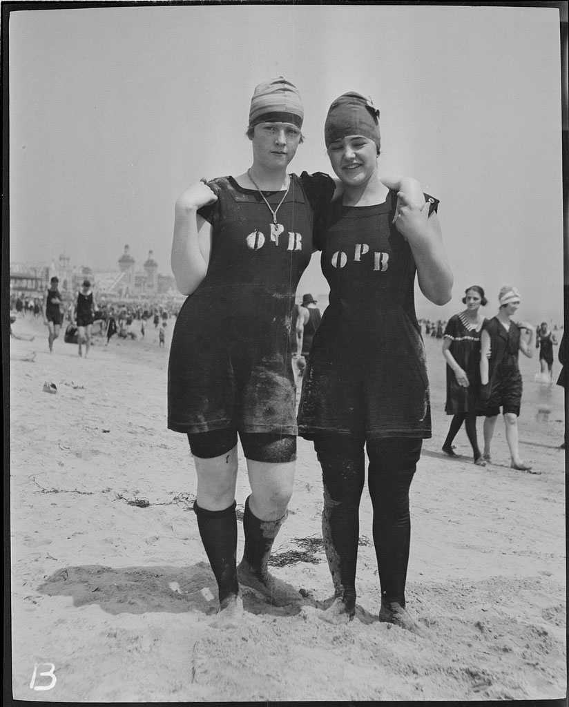 These beach-goers provide a glimpse of what women's swimsuits looked like in 1919.
