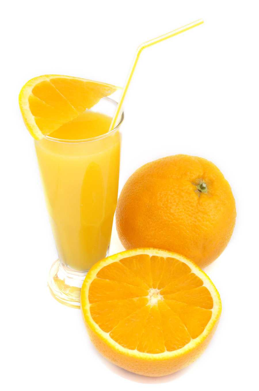 Experts recommend eating a breakfast high in nutrients, including items like orange juice, grapefruit, and strawberries, which provide vitamin C.