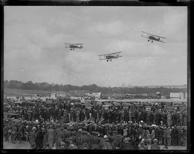 The World Fliers put on a show in 1934.