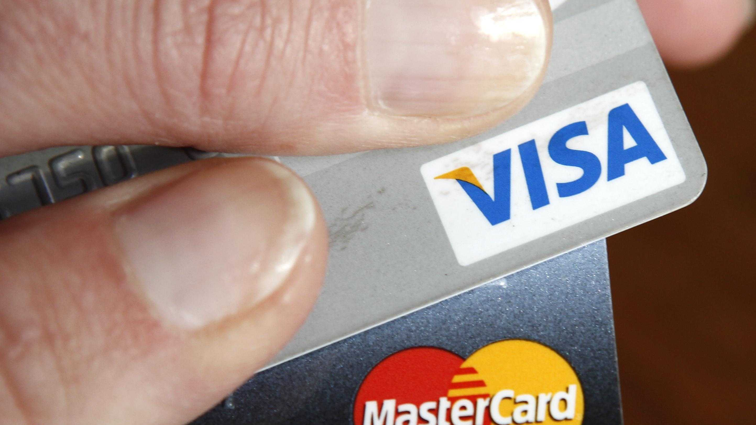 Credit cards can help make a breeze out of holiday shopping. A few missteps, though, and that breeze can turn into a storm of financial headaches.