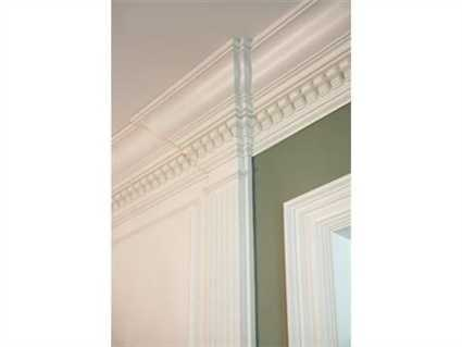 Gorgeous crown molding.