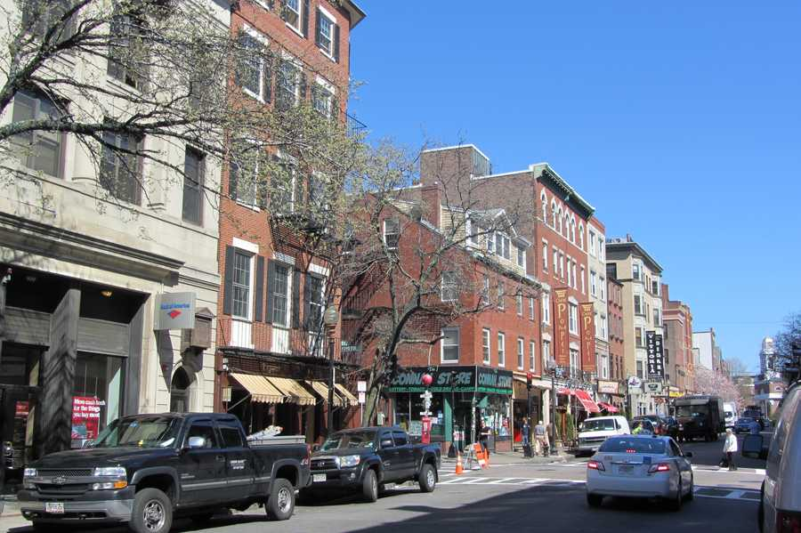35.6% of Boston singles say dinner in the North End is the most iconic Beantown date.