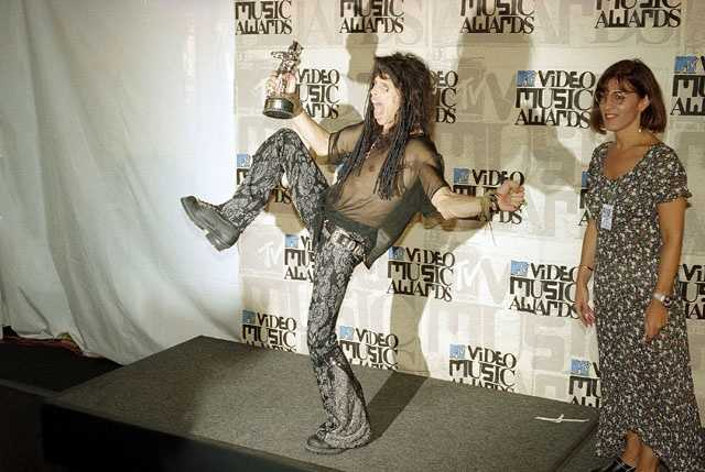 "Steven Tyler of the rock group Aerosmith shows off his MTV ""Viewers Choice"" award for the song ""Livin' on the Edge"" back stage at the MTV Video Music Awards on in Universal City, California Sept. 2, 1993."