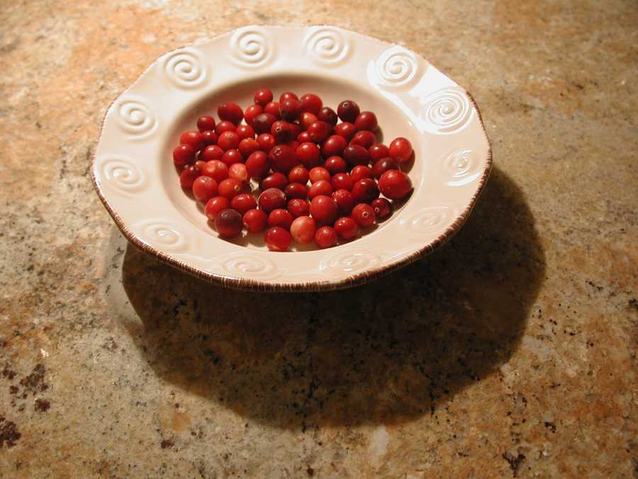 Look beyond sugar-laden cranberry sauce and get a boost from this high-fiber mix: http://www.dana-farber.org/Health-Library/Cranberry-Almond-Cereal-Mix.aspx