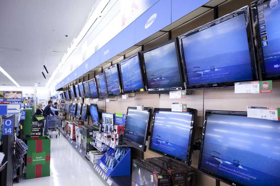 Black Friday is an excellent time to invest in a new HDTV. DealNews.com reports a number of size categories will hit their lowest prices to date.