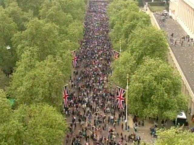 Thousands of Britons on the boulevard leading up to the palace.