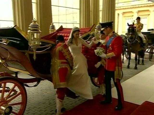 The pair arriving at Buckingham Palace.