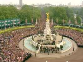 As soon as they were allowed, thousands surged around the fountain.