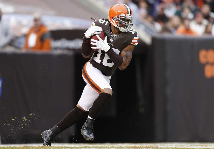16) Cleveland Browns - To the casual sports fan - these are the guys with the orange helmets. The Browns have the most basic uniforms in the NFL, some love it and some hate it.