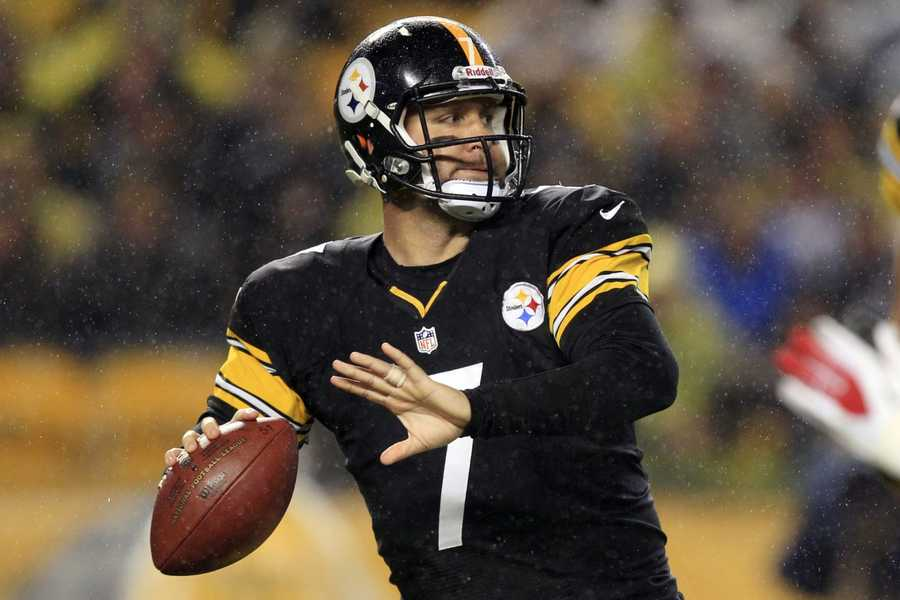 3) Pittsburgh Steelers - One of the most successful teams in the NFL has a basic look that remains strong.