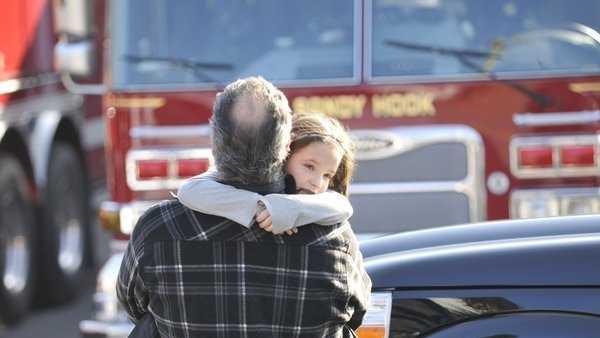 hc-pictures-newtown-school-shooting-20121214-008.jpg