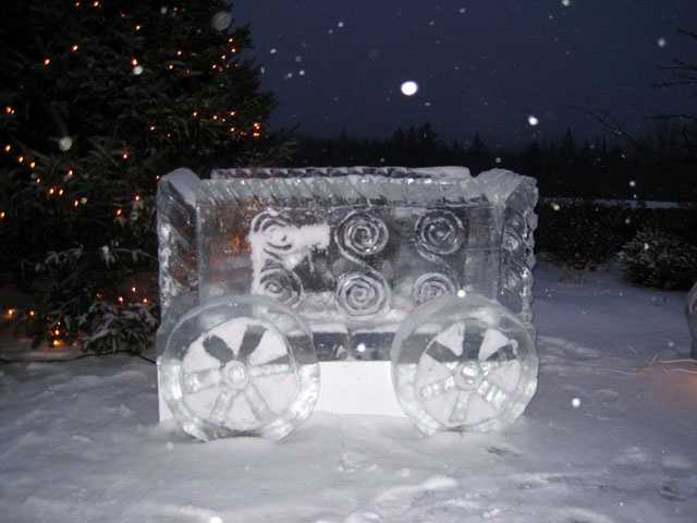 The ice trainfeatures an engine, box car, flat bed and caboose.