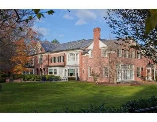 The home is set on 11.14 Acres