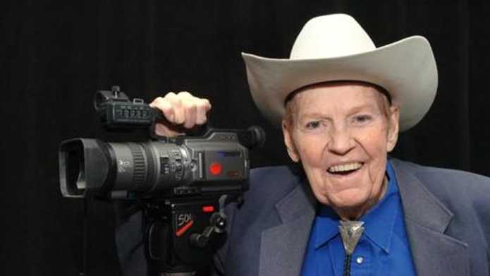 "Rex Trailer, the native Texan beloved by a generation of New England children for the cowboy skills he demonstrated on the Boston-based television show ""Boomtown,"" has died."