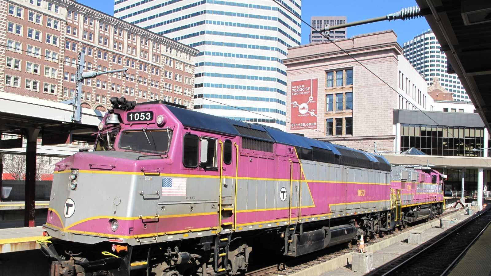 MBTA_EMD_F40PH - Wikimedia-Das48.JPG