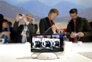 Android-powered Samsung Galaxy Cameras on display.