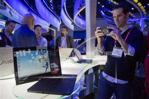 Convention goers photograph a Lenovo convertible Ultrabook.