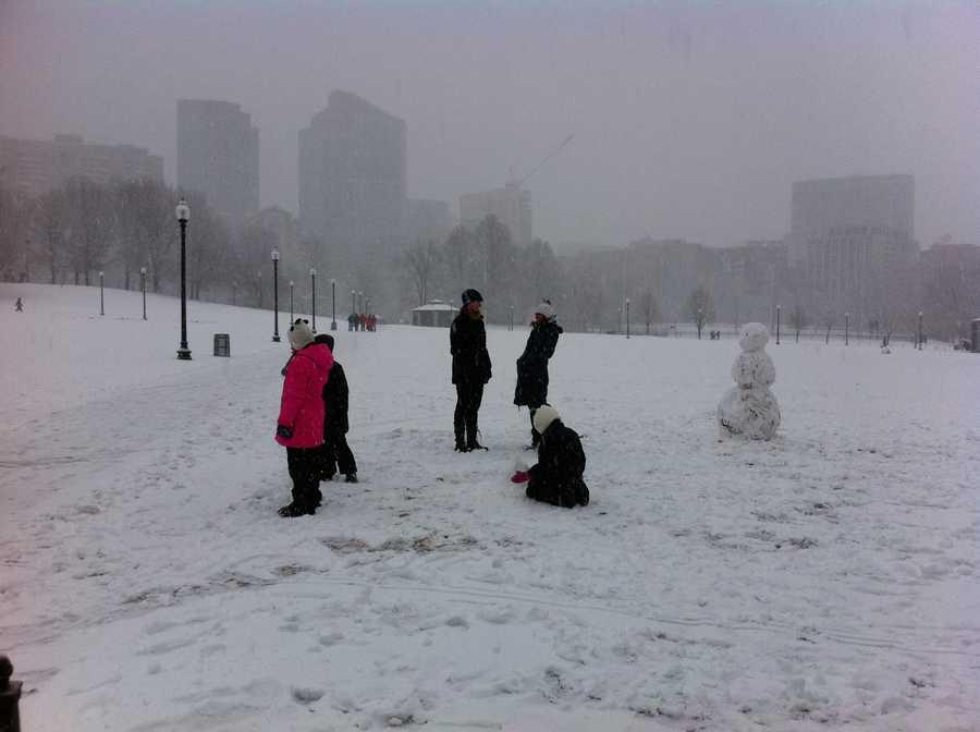 Snow starts to blanket the Boston Common.