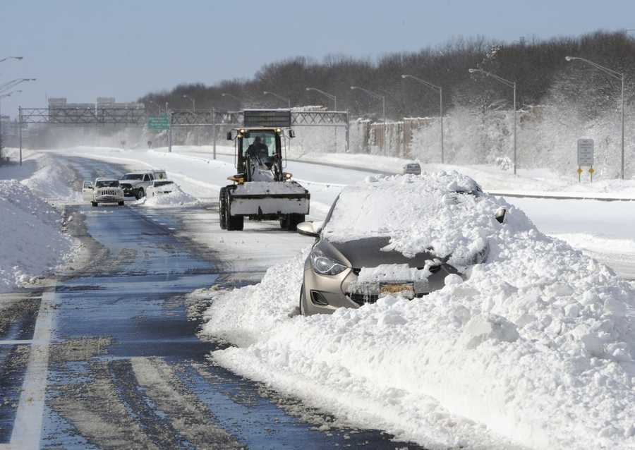 Abandoned cars on the Long Island Expressway after a snow storm on Saturday, Feb. 9, 2013 in Islandia, N.Y.