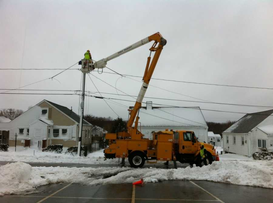 Power repairs on Everson Road in Marshfield