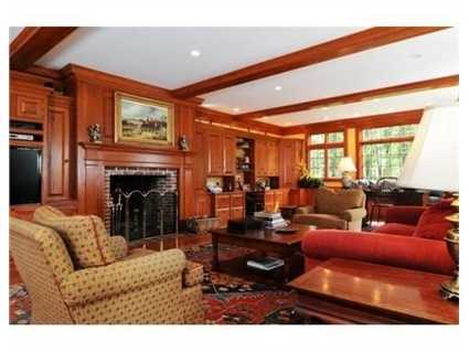 A cozy sitting room.