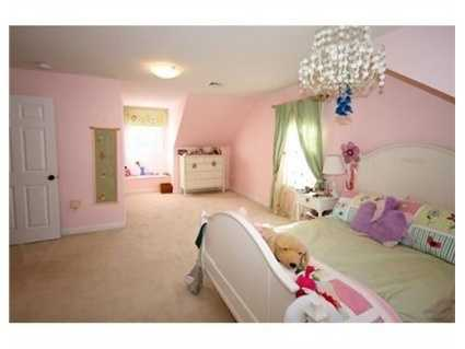 A charming room for your child!