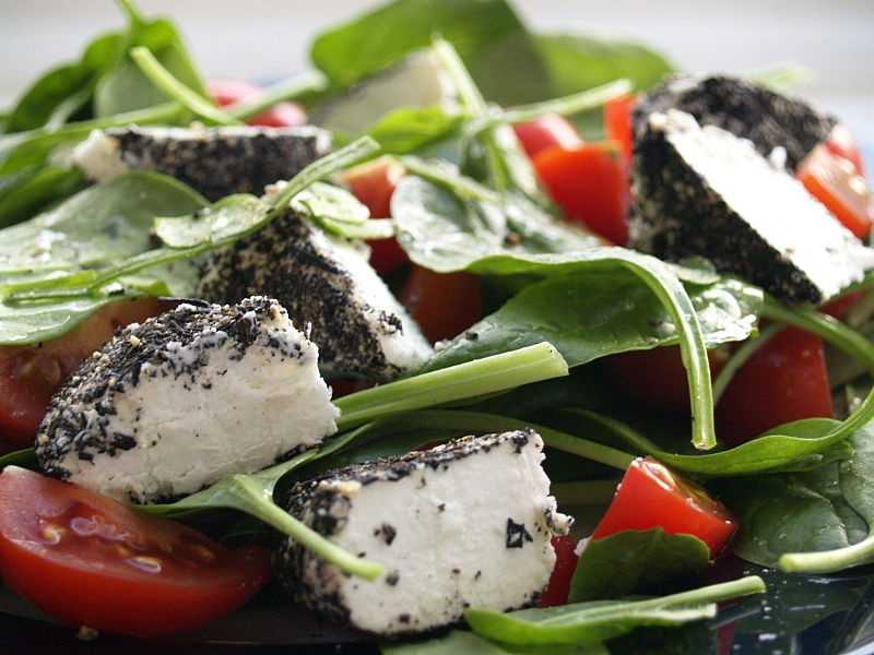 Spinach salad: 1 cup raw spinach leaves ½ cup tangerine sections ½ ounce chopped walnuts 4 tsp oil and vinegar dressing