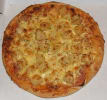DINNER Hawaiian pizza 2 slices cheese pizza, thin crust 1 ounce lean ham ¼ cup pineapple ¼ cup mushrooms 1 tsp safflower oil (to cook mushrooms)
