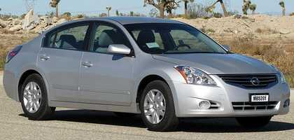 The TrueCar national market average price of the 2013 Nissan Altima four door 2.5 liter is $21,706, 3.7 percent less than the MSRP.