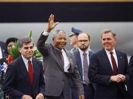 Boston Mayor Ray Flynn (R) and Gov. Michael Dukakis (L) greet Nelson Mandela on his arrival in Boston, June 23, 1990.