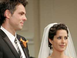 After multiple proposals, a very pregnant Robin finally agrees to marry Patrick, the father of her child in 2008.