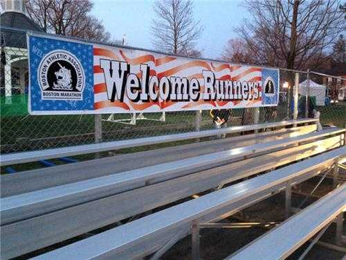 The welcome at the starting line in Hopkinton